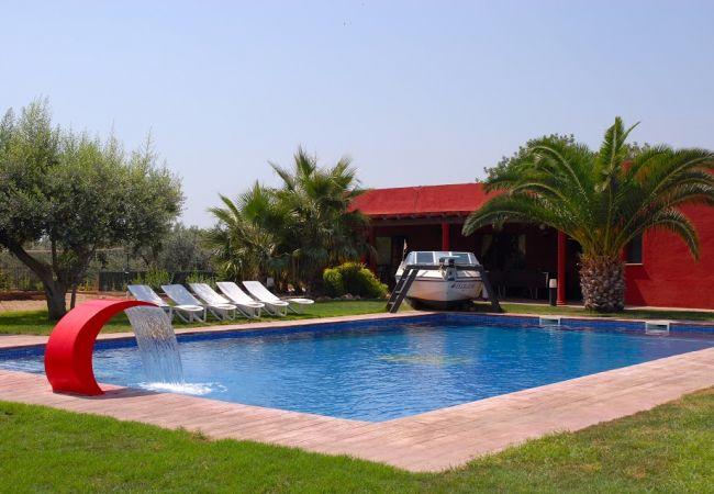 Casa rural en Cambrils - Finca Miguel:30héctareas con piscina,terrazas,parque infantil-Wifi,A/C,ropa gratis-4km Cambrils y Salou